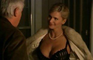 Impresionante colegiala morena seduce a porno mateur latino su ardiente tapete rubio